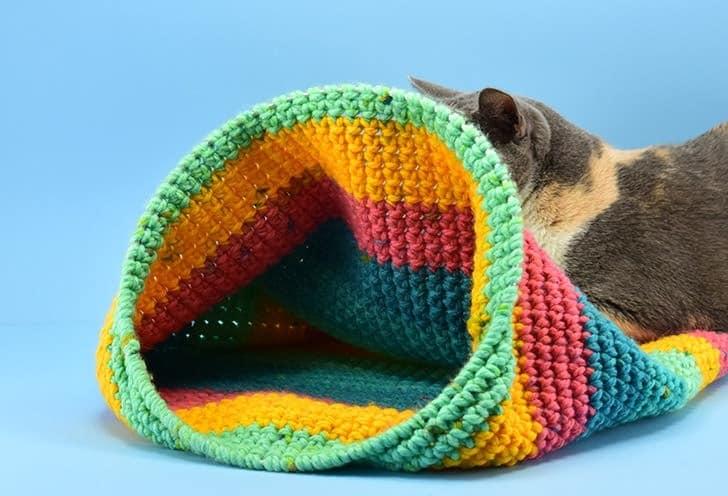 DIY cat tunnel made of crochet